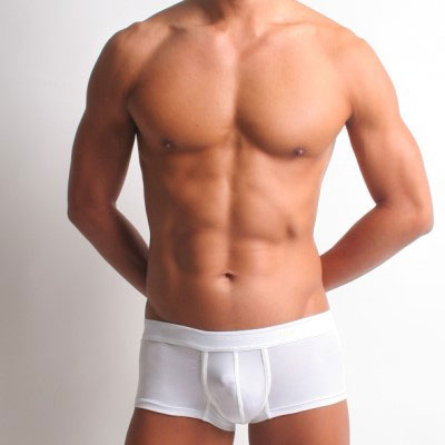 <span class='box1'> <BR>前方立體 G 突裁剪, GG 更加挺立, 雄偉 <BR>GG超透氣,不悶熱有益健康 <BR>超浮貼皮膚, 卻不緊蹦的黃金彈性比例 <BR>前方U型線圈讓 GG 挺集中, 視覺放大,展現男性雄風 <BR><BR>*日版低腰四角褲內褲 <BR>*含彈性紗之彈性棉布,貼身卻不緊蹦 <BR>*前方立體裁切,展現男性特徵 <BR>*前方GG不亂晃,運動不磨擦 <BR><BR>棉93% , OP彈性纖維 7% 平面布 <BR><BR>香港製 <BR><BR>貼身系列尺寸表 <BR>M:腰圍27~31吋/臀圍32~35吋 <BR>L:腰圍28~33吋/臀圍34~37吋 <BR>XL:腰圍31~35吋/臀圍36~38吋 XXL:腰圍34~38吋/臀圍38~40吋 <BR>小叮嚀:請量肚肚臍十至十二公分的腰圍尺寸 <BR>如果可以,請坐著量會準一點,因為人一天都是坐著的時間比較多,這樣的尺寸,會讓你穿起來更舒服 <BR><BR>※第一次洗滌需知: 請將不同色系的衣物分開洗, 第一次洗多少會退一點色, 千萬不要漂白。 <BR>※洗有色衣物前, 請看清楚洗劑的成份說明, 很多標榜強效的洗衣精都會放漂白成份。 <BR>※本商品可以進洗衣機洗,內著商品有彈性的款式, 不要浸在水裏, 因為水會破壞彈性, 造成你的內褲不久就會荷葉邊,或鬆弛 <BR>※放在通風處讓他自然乾即可, 不要日曬或烘乾, 以免破壞纖維, 造成內褲彈性嚴重受傷而脆化。 <BR>※保持以上原則, 你的內褲可以保持的像剛買來的樣子, 但別忘了, 每 6-8個月要更換新內著來保持衛生 <br />                 <br />            &nbsp;                     </span>:&nbsp;好屌型提GG系列四角褲-半金屬感紗刷(純白細紋) XXL